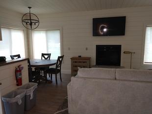 bungalow-603-livingroom
